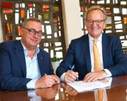 (Fr) La Strada: signature de la convention avec la Ville de La Louvière